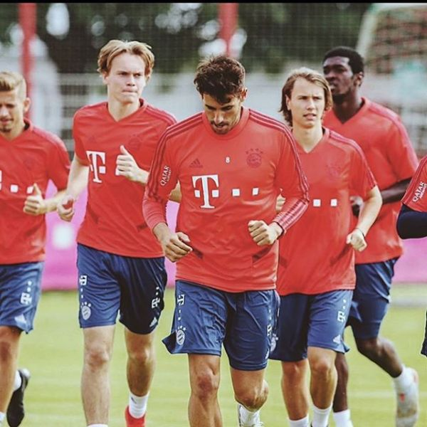 Great to see our boys @alextimossi and @ryanjohanssonn train with @fcbayern first team during preseason. Here with @javi8martinez Good luck boys.