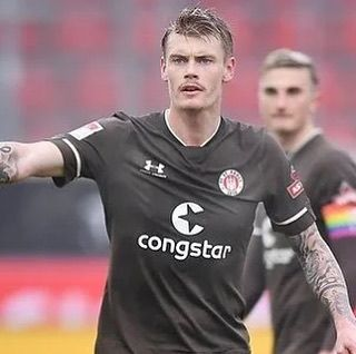 A very solid performance by Eric Smith in his debut for St Pauli in their 4-3 away win vs FC Heidenheim.  Keep up the good work Eric.