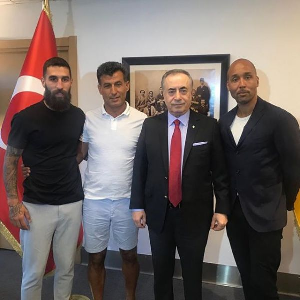 Swedish National team player Jimmy Durmaz just signed a 3 year contract for Turkish Giants Galatasaray. Here with Galatasaray's President Mustafa Cengiz. Our cooperation started 11 years ago when I helped Jimmy to sign for Malmö. The journey have then taken us to Genclerbirligi, Greek giants Olympiacos, Toulouse and now Turkish giants Galatasaray. Congratulations and good luck Jimmy.