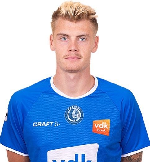 Eric Smith tonight made his full debut for Belgium Top club Gent after a long term injury. His solid performance helped his KAA Gent to a 2-1 win away at Kortrijk, Well done Eric! #mdmplayers #mdmtransfers